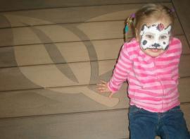 Terasy Woodplastic nedělají třísky a nekloužou - jsou bezpečné i pro nejmenší děti.