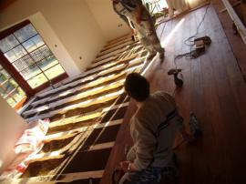 Foto: PODLAHY HEBÍK, pokládka dřevěné prkenné podlahy na rošt