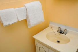 Ilustrační foto (www.shutterstock.com), barva stěn a nasvícení také dovedou zrušit hrany