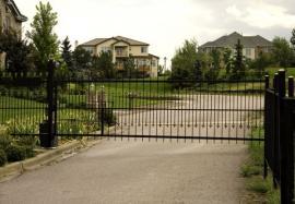 Ilustrační foto (www.shutterstock.com), samonosná posuvná brána