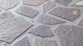 Foto: KNAUF, kamenná dlažba zaspárovaná materiálem Knauf GB 210