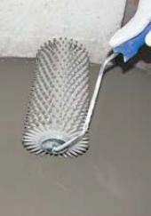 Provibrování stěrky pomocí ježka