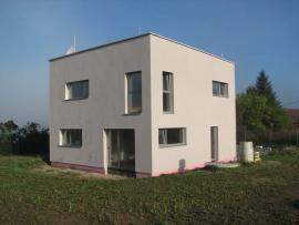 Probíhající práce: dům dokončen, před nastěhováním