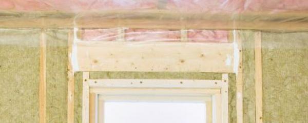 Ilustrační foto (www.shutterstock.com), parozábrana na stropě, zateplení stěny dřevostavby