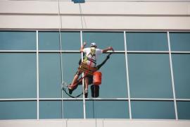 Ilustrační foto (www.shutterstock.com), mytí oken a fasád ve výškách