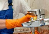 Ilustrační foto (www.shutterstock.com), mytí sanitárního vybavení