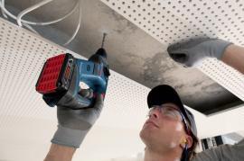 Práce s akumulátorovým vrtacím kladivem