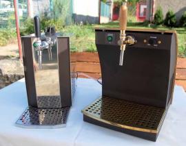 Oba borci – stolní výčepní zařízení s chlazením a kompresorem – před začátkem testu. Vlevo model Anta MK24, vpravo náš tajný favorit, zařízení GK24.