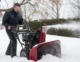 Ilustrační foto (www.shutterstock.com), odstraňování sněhu sněhovou frézou