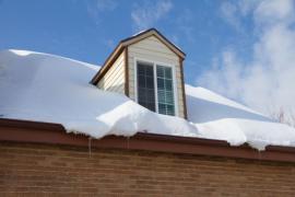 Ilustrační foto (www.shutterstock.com), zavátá střecha