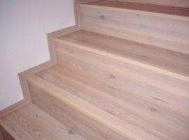 Foto: Podlahy Zeus, plovoucí podlaha položená na schodišti
