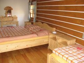 Foto: UNIS-N, dřevěná postel