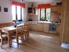 Foto: UNIS-N, kuchyň z masivu