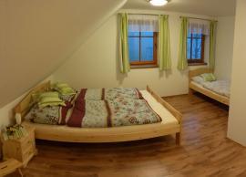 Foto: UNIS-N, nábytek z borovice