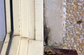 Detail exteriérového ostění starého okna