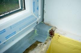 Napojení těsnicí fólie a okna na interiérovou příčku