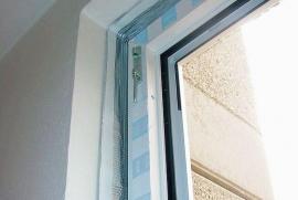 Pohled na osazené PVC okno z interiéru