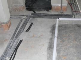Izolace potrubí, přesto je nutné vypnout přívod vody a vypustit ji i z vodovodního řádu (nejen vypustit vodu topnou)