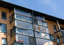Bezrámové zasklení balkónů