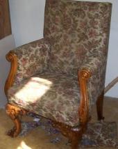 Opravené čalouněné křeslo