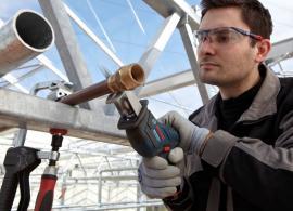 Pila ocaska GSA 10,8 V-LI Professional při řezání kovu
