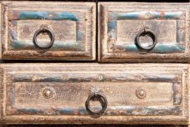 Detail barvy zbavené starožitné komody