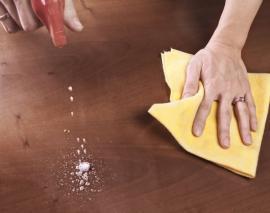 Čištění povrchu nábytku - leštění