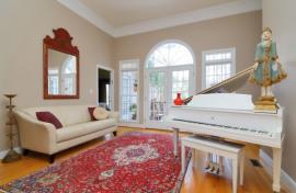 Perský koberec v obývacím pokoji