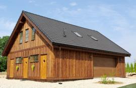 Garáž včleněná do domu, na první pohled jde z architektonického hlediska o harmonický celek