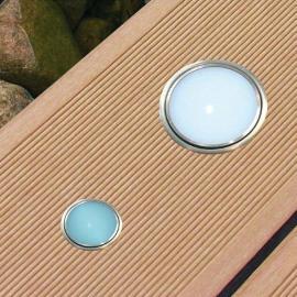 Dřevoplastové prkno se zabudovaným osvětlením, zdroj: www.mojeterasa.cz