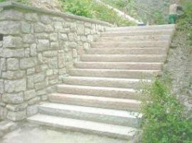 Renovované kamenné schodiště