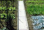 Plastový záhonový chodník a obrubníky