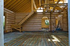 Rozvody podlahového vytápění v hrubé stavbě srubu