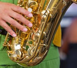 Mosazný hudební nástroj - saxofon
