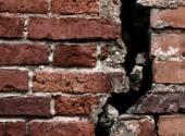 Vážné poškození zdiva