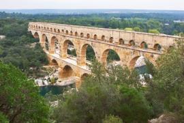 Mosty - jedny ze staticky nejsložitějších staveb - přesto si s nimi uměli poradit už ve starověku - a jak velkolepě