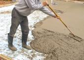 Roztahování betonu po ploše