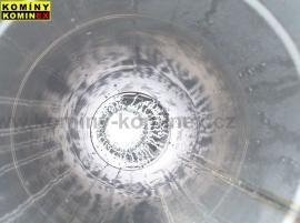 Pohled do vyvložkovaného komína