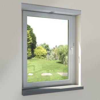 Pohled na okno s instalovaným okenním větracím systémem Schüco VentoTherm.