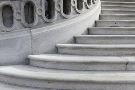Renovované kamenné schodiště - renovován (tryskán) byl i kamenný sokl