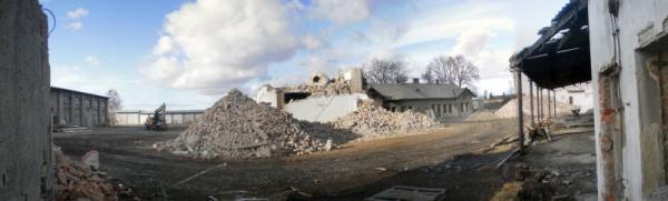 Demolice v areálu bývalé továrny v Brodku u Přerova