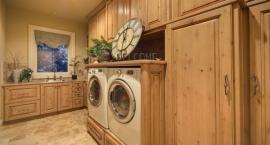 Pračka v kuchyňské lince, umístění bez předních dvířek