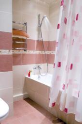 Obložená malá koupelna