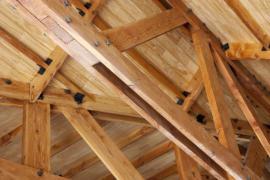 Pohled na konstrukci krovu