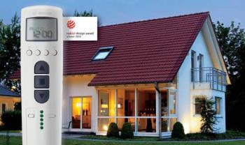 Ruční vysílač Centronic TimeControl TC445-II se postará o to, aby váš dům působil obydleně, i když právě nejste doma.