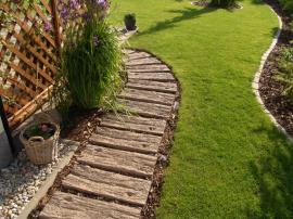 Betonové dláždění v imitaci starého dřeva
