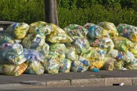 Tříděný plastový odpad před svozem
