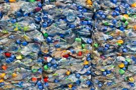 Vytříděný a uskladněný plastový odpad