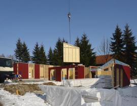 Výstavba montovaného domu ze sendvičů
