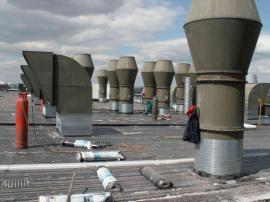 Vstupy a výstupy vzduchotechniky - depo Metra v Hostivaři